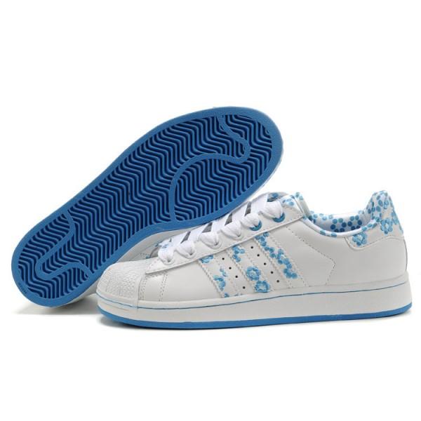 new styles 97d25 ac833 Chaussure Adidas Superstar Femme pas cher Plum Flower Blanc-Bleu